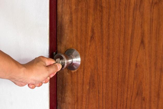 Drsna vrata iz stekla ali lesa?