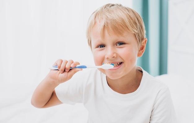 Zobni implantat lahko nadomesti različno število zob