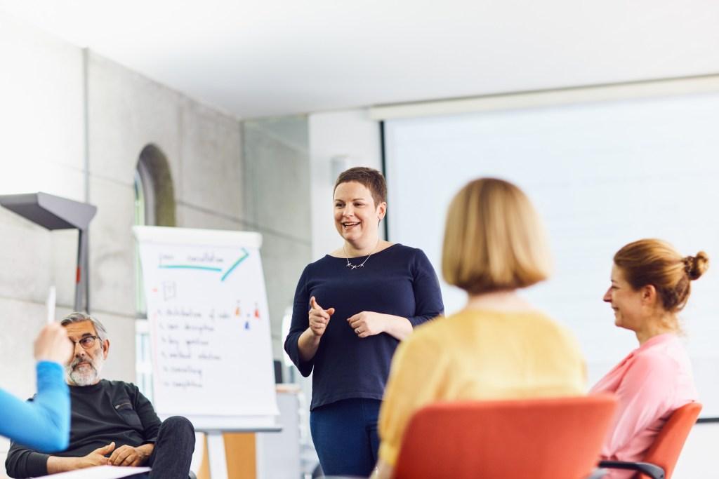 Uspeçno vodenje podjetja s pomočjo čustvene inteligence na delovnem mestu